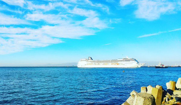 Spotted going past Shimmy Beach Club- the MSC Sinfonia returning from Namibia ☀⚓ #mscsinfonia #capetown @MSCcruisesSA