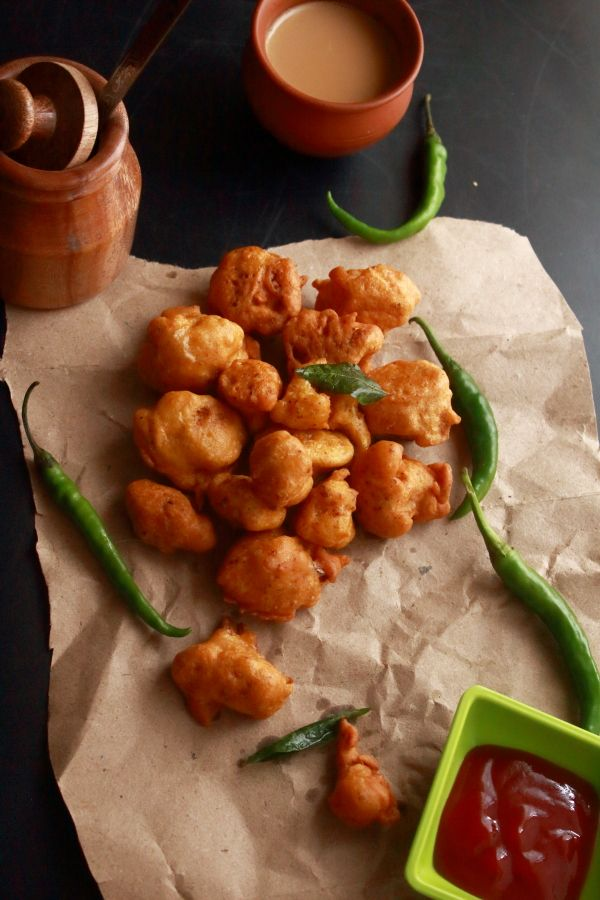 cauliflower pakoda, also called as gobi pakora is a tasty, deep fried Indian snack recipe made with cauliflower. It can be served as a tea time snack.