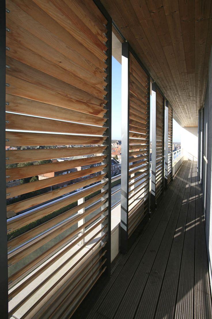 Oltre 25 fantastiche idee su persiane in legno su - Quale legno per esterni ...