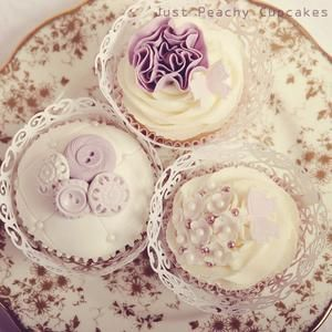 Vintage theme cupcakes