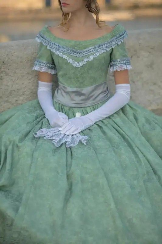 8c9d2be882 Reformkori báli ruha az 1850-es évekből. Kölcsönözhező az Amaltheia  Manufaktúra Jelmezkölcsönzőből. Evening dress from the early Victorian-aera  (1850s). You ...