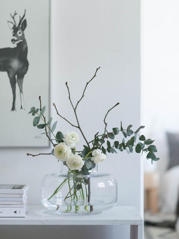 Vase Glas einfache Blumen Eukalyptus Zweige weiß …