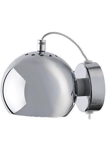 Ball vägglampa glans 695 kr Ball är en snygg lampserie i en stilfull design. Vägglampan finns i olika färger i både matt och glansig. Ger ett väldigt bra ljus som är optimalt till läsning. Ljuskälla ingår ej. Sockel: E14 Färg: Guld/Antikmässing, Koppar, Silver/Grå, Svart, Vit Effekt: Max 2W Diameter: 12cm Djup: 15cm