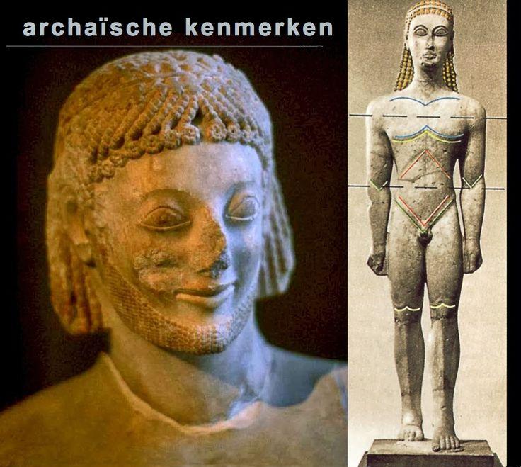 Griekse cultuur: Griekse beeldhouwkunst Archaïsche kenmerken: Deze beelden hebben nog een statische en frontale houdingde haren zijn zeer gestileerd weergegeven in vlechtpatronende lichaamsvormen werden met lijnen aangegeven