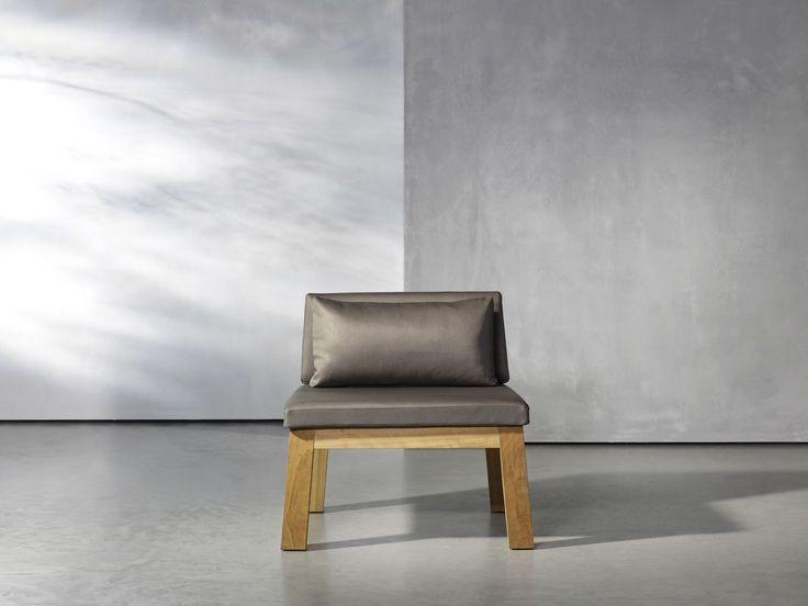 Niek fauteuil. Niek is de outdoor klassieker van Piet Boon. De stoelen en banken in hoge uitvoering (Niek High) en in lage uitvoering (Niek Low) staan garant voor het ultieme zitcomfort. Verkrijgbaar als fauteuil, loveseat en 3 seater en gemaakt uit massief iroko hout.