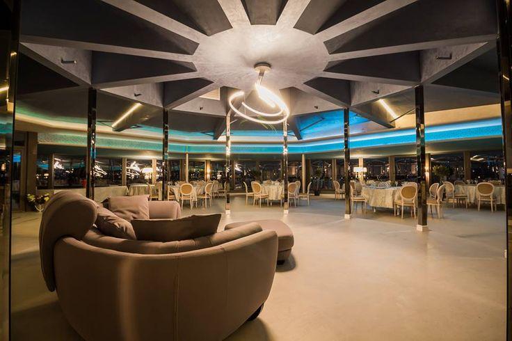 Urmează un eveniment important în viața ta ? Lasă-ne să te ajutăm să-ți îndeplinești visul !   Restaurantul 360 Lounge  iți oferă o locație deosebită cu deschidere la malul mării unde te poți bucura de până la 200 de invitați pentru orice tip de eveniment privat (nuntă, cununie civilă în aer liber pe terasă cu piscină sau pe plajă, botez, logodnă, aniversare, majorat) sau corporate (seminarii, conferințe, ședințe, aniversări, petrecere crăciun, workshop-uri, team building-uri, evenimente…