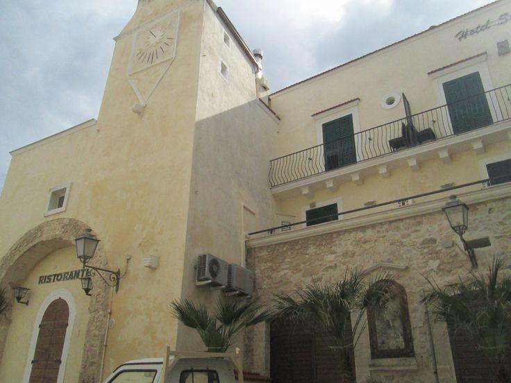 """Palazzo del Seggio: vecchio municipio, oggi hotel, prende il nome dal dialetto """"sigg"""", sedia. #invadiVieste #invasionidigitali"""