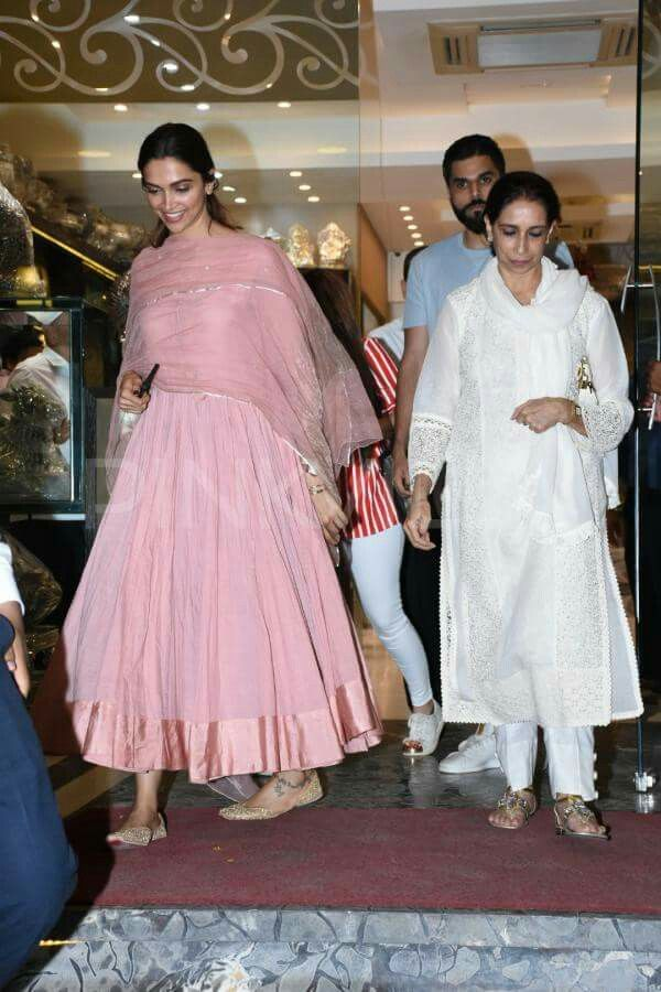 Deepika Padukone With Her Mother Anarkali Dress Deepika Padukone Indian Fashion