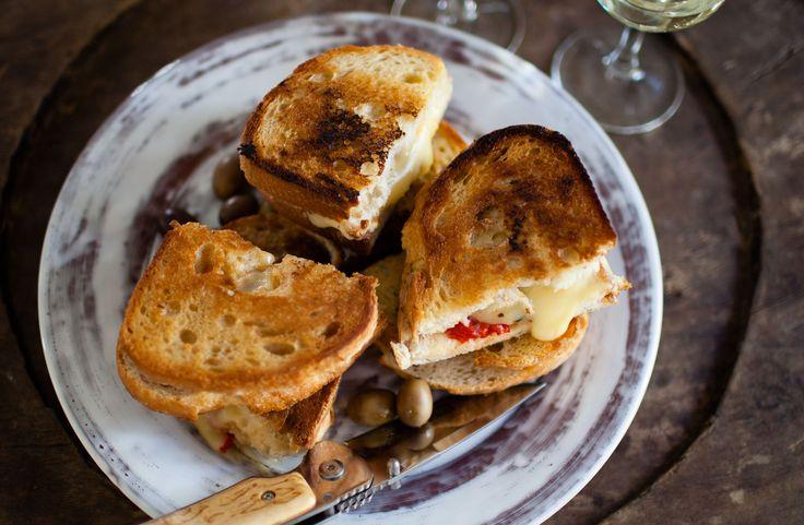 Toast med gruyère och rostad paprika