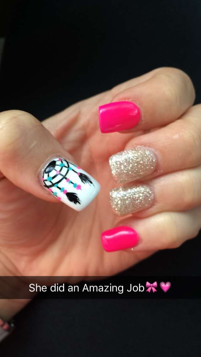 Dream Catcher with hot Pinkand gold glitter #Yes #Beautifulnails