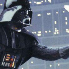 """O que traduz melhor """"Paz na Terra"""" do que uma foto de Darth Vader liberando uma pomba branca no espaço? Nos últimos 40 anos, cartões de Natal da Lucas Film."""