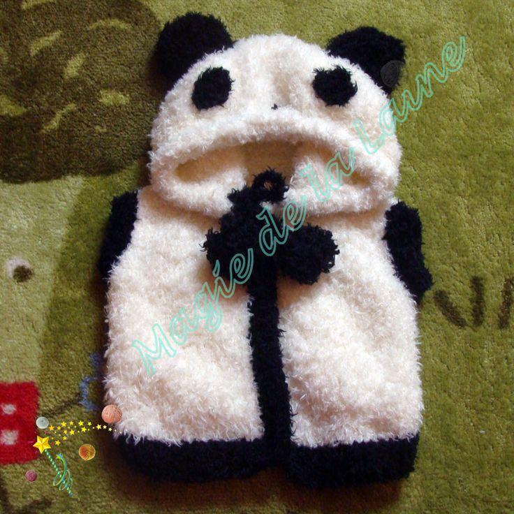 Manteau panda pour enfant aux manches courtes, tricoté avec DOUDOU, une laine très douce avec des petits poils. Le kit à tricoter: http://www.magiedelalaine.com/kits-tricot-layette-et-enfant/350-kit-tricot-manteau-panda-enfant.html Le modèle: http://www.magiedelalaine.com/modeles-layette-et-enfant/349-modele-manteau-panda.html