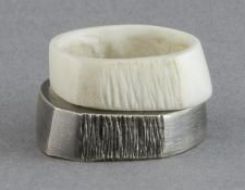 QUOIL Gallery, New Zealand - Contemporary jewellery - Elfi Spiewack - Ring set - oxidised sterling silver, bone