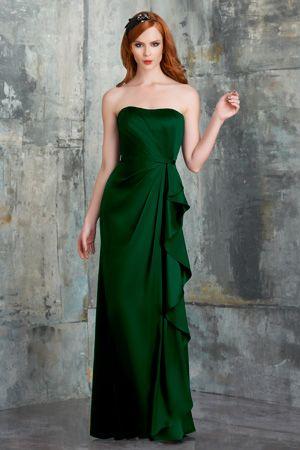 Un abito da sera verde per tingere di fortuna e speranza una bella serata al casinò.