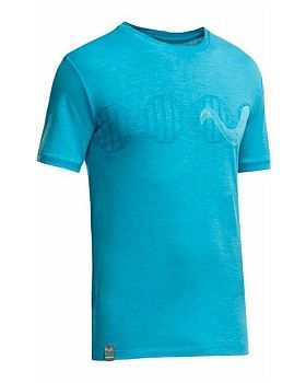 This Icebreaker Tech T Lite T-shirt features a striking graphic of a merino sheep's horn silhouetted against a strand of DNA. Designed by Artist Simon Beck by creating footprints in the snow. Buy now: http://www.outsidesports.co.nz/icebreaker/mens-icebreaker/tops/icebreaker-tech-t-lite-t-shirt--merino-horn-ib101269#.VDxFzvmSxie