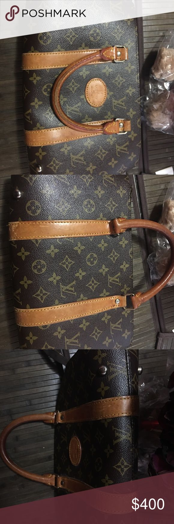 Louis Vuitton Vintage handbag Made in Italy. Louis Vuitton handbag made in Italy, i hade this handbag for over 15 yrs very nice Leather Handbag Canvas. The Zipper gets stuck to small don't used at all. Louis Vuitton Bags