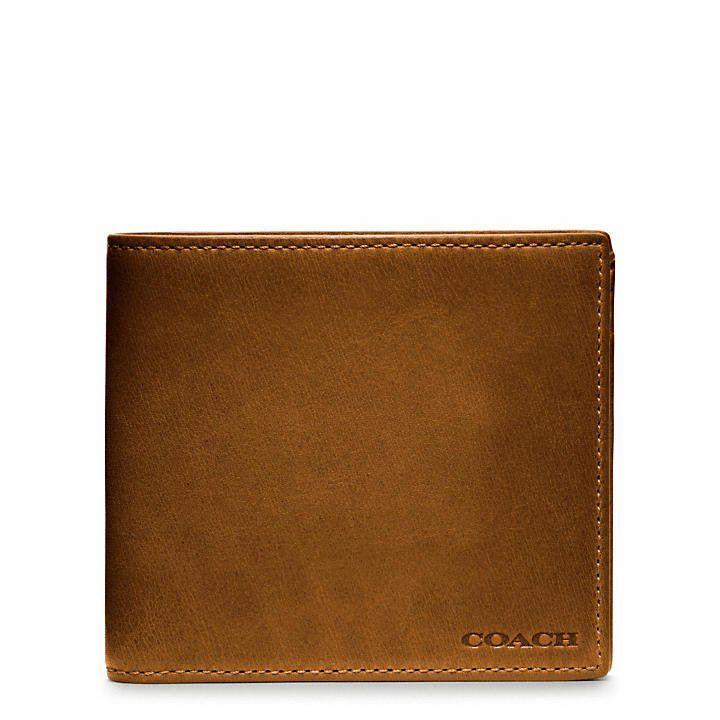 Pin for Later: 15 idées de cadeaux super sympas pour la Fête des Pères ! Portefeuille en cuir Coach Quelle bonne idée qu'un beau portefeuille en cuir ($148) classique que votre papa gardera des années.