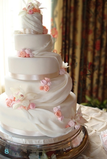 Pasteles de bodas Magpies Cakes