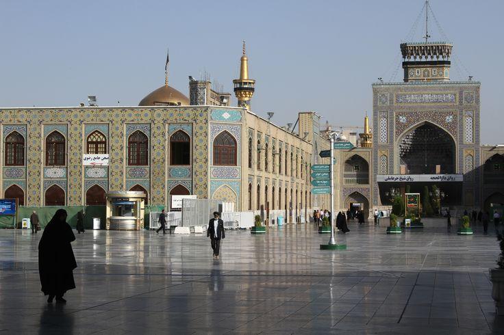 Mashhad é a cidade mais santa do Irão, devido à localização do mausoléu de um dos líderes do Islão shiita (a esmagadora maioria da população iraniana professa este ramo do Islão), o Imam Reza, assassinado há 1200 anos. Uma visita a este local é tão importante para os muçulmanos shiitas que, de forma semelhante aos …