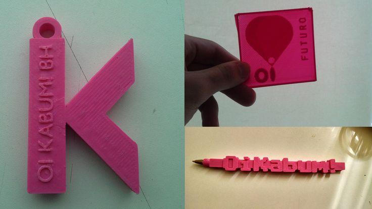 Impressão 3D de alguns objetos institucionais como chaveiro, caneta e lithopane da Oi Kabum! BH - Escola de Arte e Tecnologia. Material: ABS rosa. Impressora 3D: Metamaquina 2.