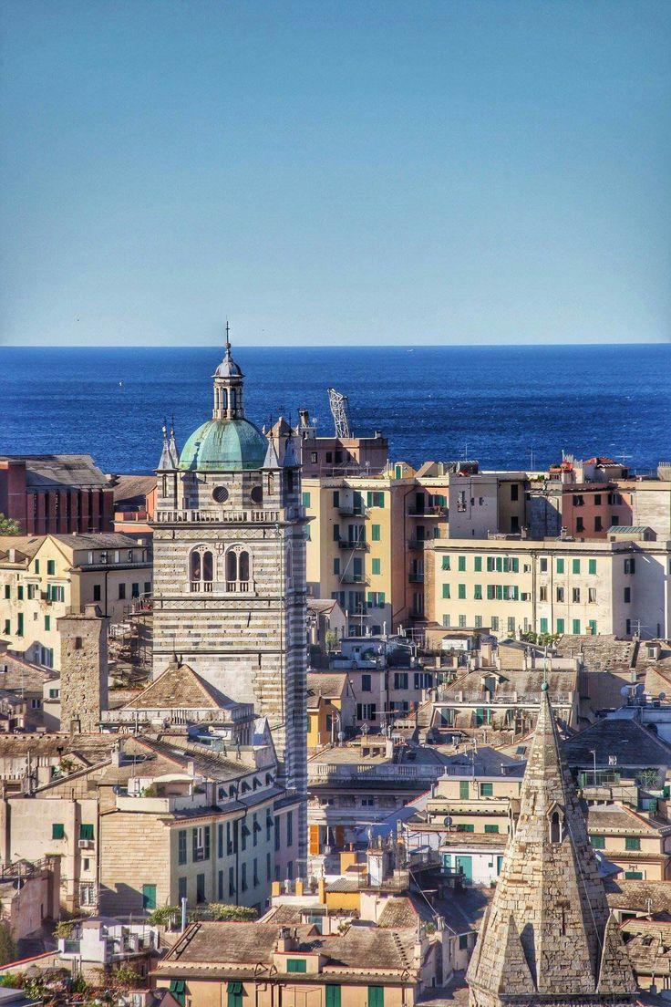 Genoa, panorama above the historical center, San Lorenzo cathedral | Genova, panorama delecentro storico, cattedrale di San Lorenzo