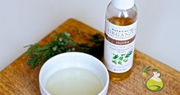 7 Benefits of Jojoba Oil for Skin and Tips for Jojoba Oil Application on Face - Oilypedia.com