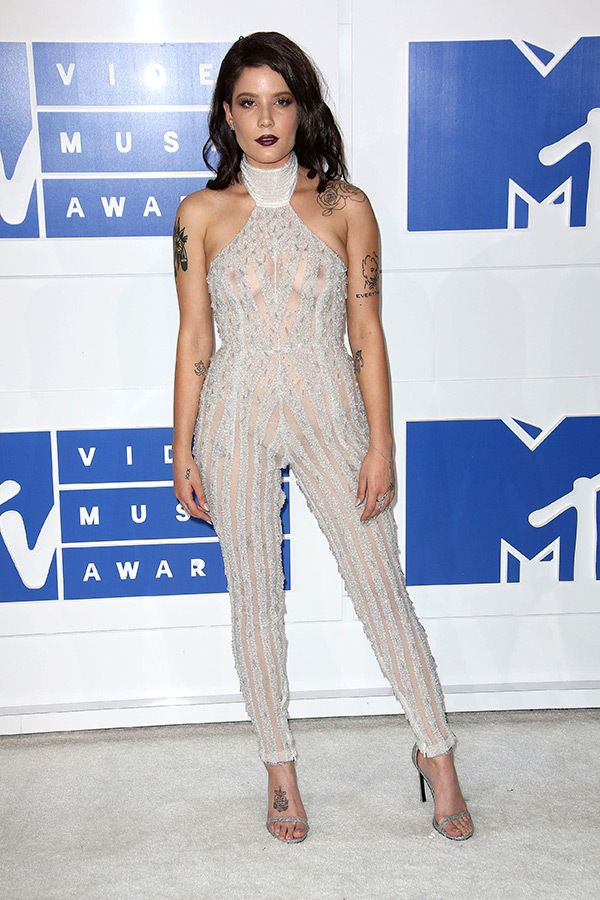 Halsey attends the 2016 MTV Video Music Awards