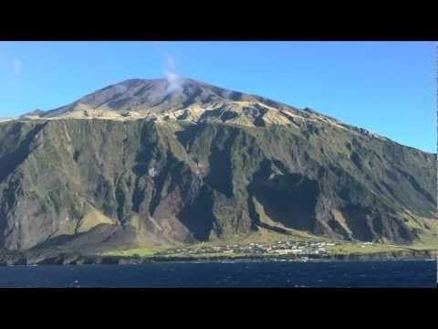 ▶ A Day on Tristan Da Cunha - YouTubeo local habitado mais próximo está localizado a 2 420 km ao norte da ilha de Tristão da Cunha, na ilha de Santa Helena