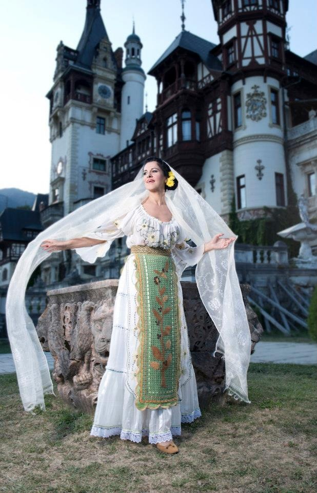 A beautiful shot of a traditional romanian costume in front of the Peles Castle. The costume belongs to Maria Dragomiroiu, one of the greatest Romanian Folk Singers. #iutta #iuttabags #dorderomanesc #romanian #art #tradition #motifs #details #elements #folklore #folkart #folk