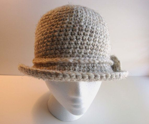 All'uncinetto cappello Cloche tesa larga di DesignsByChristianna