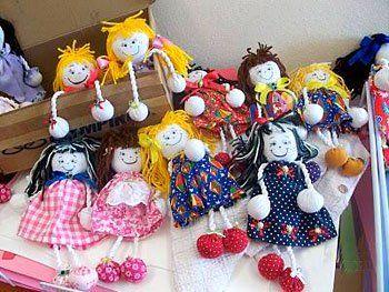 Bonecas de cordão com pezinhos estufadinhos