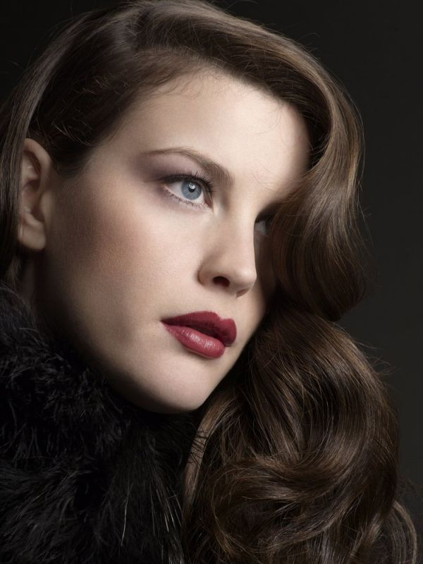 Liv Tyler- a cool winter (perfect lip colour red with blue overtones)