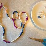 Halsband av återvunnet papper. Pyssel för stora och små barn. Pyssligheter.se