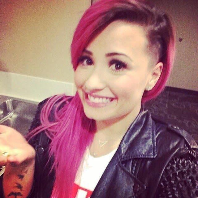 The Music: TODAS as cores de cabelo da Demi Lovato!
