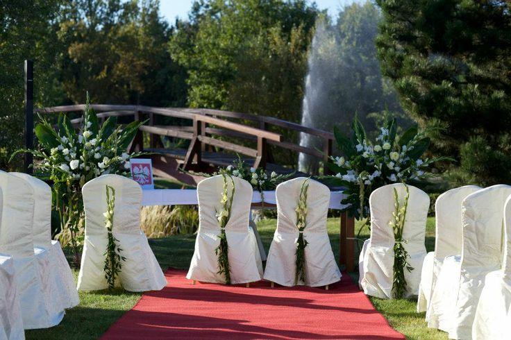 """Contry Park """"Pod Gajem"""" to malownicza posiadłość o powierzchni 42 ha, położona w Ceradzu Kościelnym, 20 km od Poznania. Stwarza niepowtarzalne warunki do organizacji przyjęć weselnych.  http://www.salemarzen.pl/sale-weselne/tarnowo-podgorne/country-park-pod-gajem"""