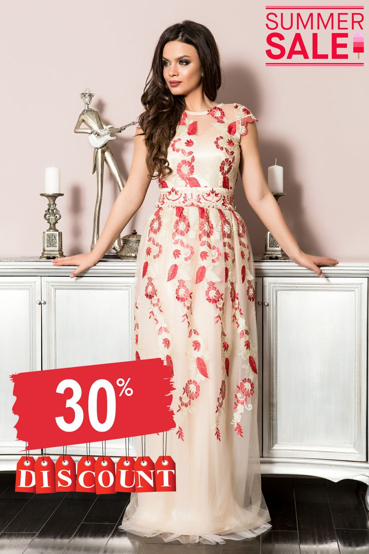 Rochie lunga cu insertii din tul si dantela brodata rosie si aurie, spatele este decupat, sistem de inchidere cu fermoar.