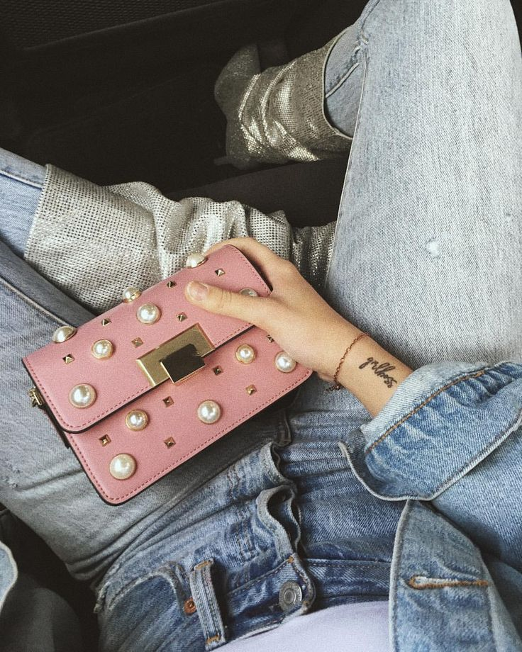 all jeans outfit + pink crossbody bag