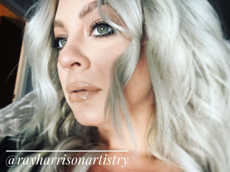 Natural makeup for everyday. Bare minerals original foundation. Ash blonde hair with WELLA cooling violet and t18