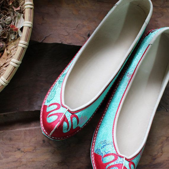 Korean traditional hand-sewn Shoes Handmade Authentic Women Wedding Shoes made by cultural intangible asset - Chungwoondu ok danghye