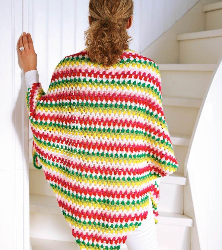 En virkad och färgstark sjal är mysig att ha hemma under kyliga kvällar. Pysseldrottningarna Sanias och Susannas modell är fin både till vardag och fest.