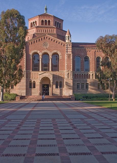 Powell Library, UCLA Campus, Los Angeles, CA.  Photo: Rictor Norton & David Allen, via Flickr