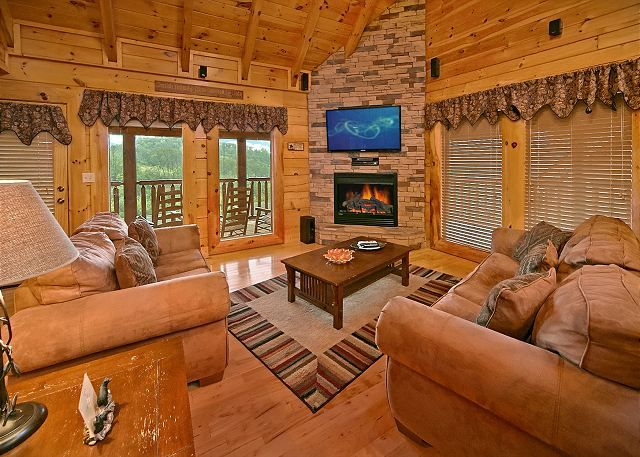 SEVIERVILLE Cabin Rental   BEAR HUG #275   2 Bedroom