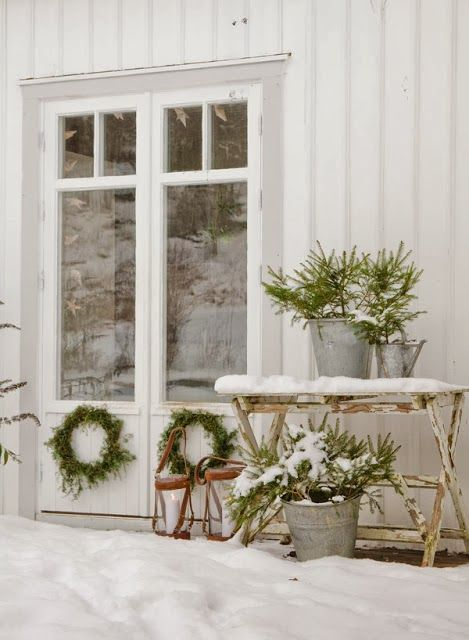 I would LOVE to have these gorgeous french doors in our breezeway ~ love them with the siding - Anna Truelsen inredningsstylist: Åh vad jag längtar efter snö..