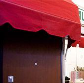 noltre AL.PI serramenti realizza verande dotate di tetto e pareti laterali, perfette per proteggere balconi e terrazze, con tante possibilità di applicazione e utilizzo, anche in abbinamento alla tenda da sole: d'inverno la veranda protegge dal freddo, d'estate la tenda protegge dal calore solare. Vieni a scoprirne di più nel nostro showroom