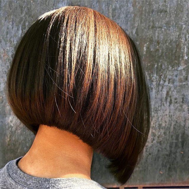 Amazing work by @philippewillerval love everything about this bob ❤・・・Inspiration ✂ #choppybob #choppyhair #styliste #visagiste #brune #brunette #couleur #carreplongeant #haircut #hairstyle #paris #inspiration #precision #blackhair #blackshortbob #1000orbust #sexybob #hairmag #trend #hairfashion #coiffeur