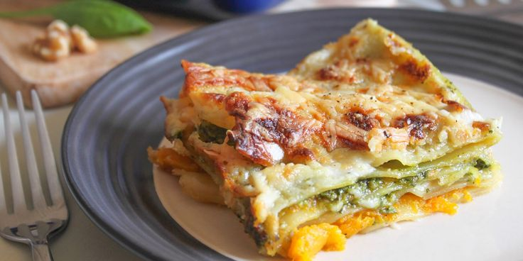 Looking for a beautiful autumnal dish?  Becca shows how roasted squash can transform a lasagne recipe. Add a simple spinach and walnut pesto and a creamy béchamel sauce and you've got yourself the perfect dinner.
