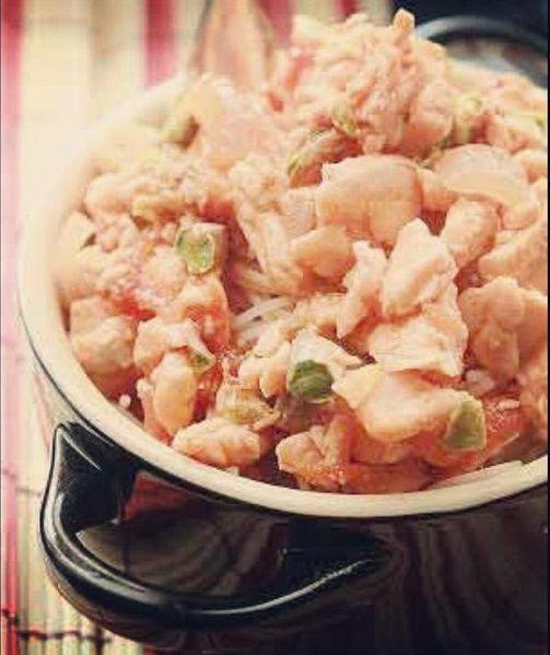 """Spaghetti di riso pesce spada e pistacchi - Ricetta tratta dal blog di Simona:""""www.idolcipeccatidigola.com/"""" - Mini cocotte in gres smaltato colore nero @LeCreusetItalia #food #cucina #ricetta #primipiatti"""