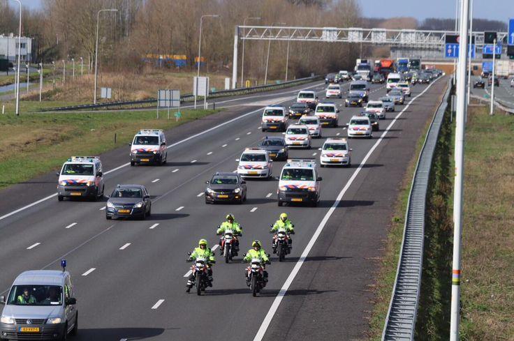Politie voert actie http://telegraaf.nl/r/23891092 #Politie