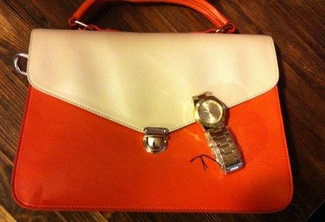 Bolso Naranja  Bolso de Strena en naranja y reloj dorado de Marea  Strena , . En el armario de donna_mod desde el 10-4-2013