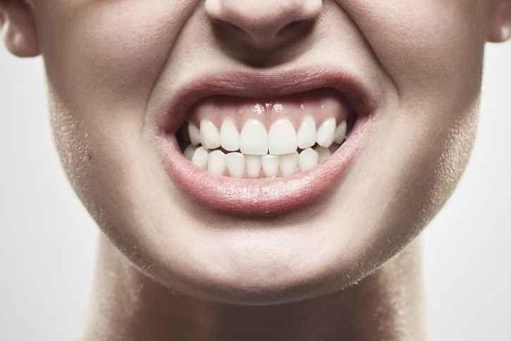 Le giuste attenzioni da avere per curare il piercing alla lingua Il piercing alla lingua ha una guarigione piuttosto veloce se viene eseguito e curato correttamen piercing piercer lingua guarigione